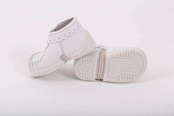 Беко Обувки за бебе за прохождане Беко - буйки бели /естествена кожа/ пролет/есен