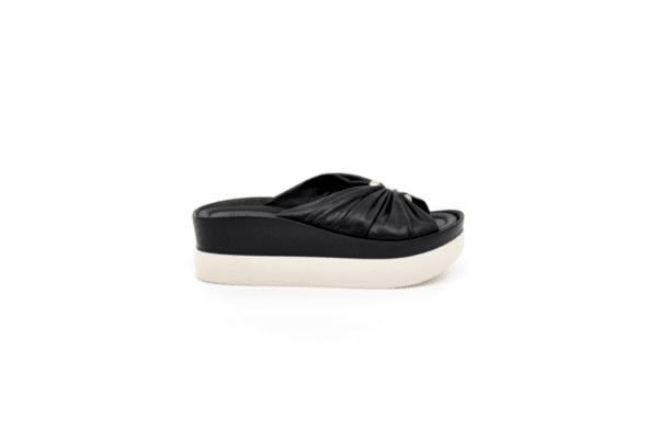 Ежедневни черни дамски чехли от естествена кожа 06.26720