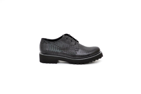 Ежедневни черни дамски обувки от естествен лак 10.25526