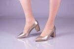 Елегантни златни дамски обувки от лак на висок ток 01.4079