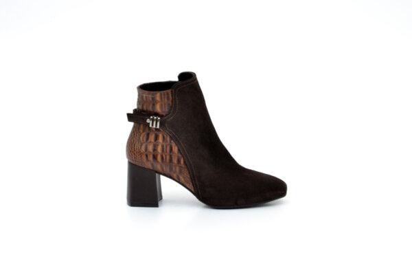 Елегантни кафяви дамски обувки от естествена кожа и велур на висок ток 02.2222