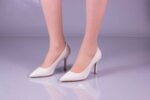 Елегантни бежови дамски обувки от лак на висок ток 01.225