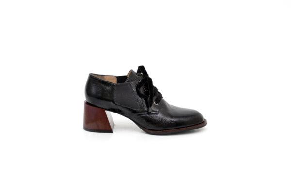 Елегантни черни дамски обувки от естествен лак на висок ток 29.1100