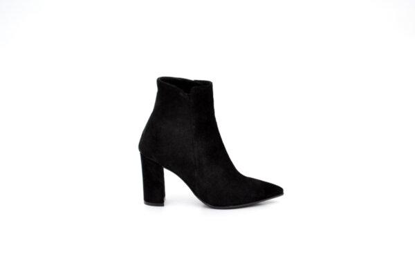 Елегантни черни дамски боти от естествен велур на висок ток 01.2957