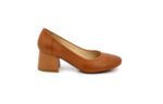 елегантни камелени дамски обувки от естествена кожа на среден ток 02.1139