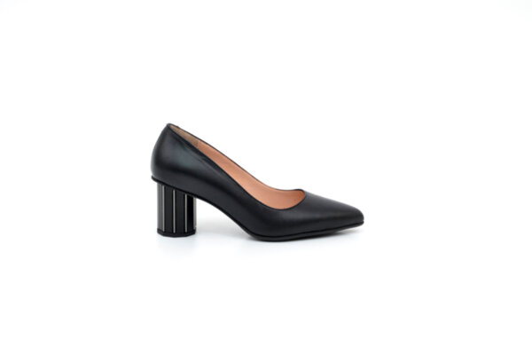 Елегантни черни дамски обувки от естествена кожа на висок ток 04.88350