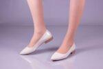 Ежедневни бежови дамски обувки от лак 04.2418