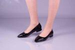 Ежедневни черни дамски обувки от лак 04.2418