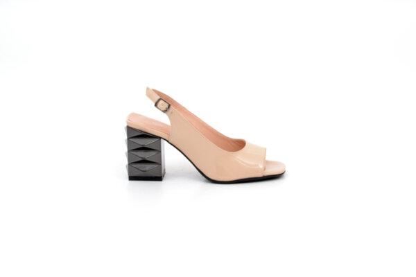 Елегантни бежови дамски сандали от лак 04.6818