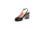 Елегантни черни дамски сандали от лак 04.6818