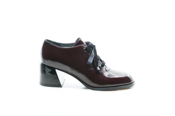 Елегантни дамски обувки от естествен лак в цвят бордо 29.1101