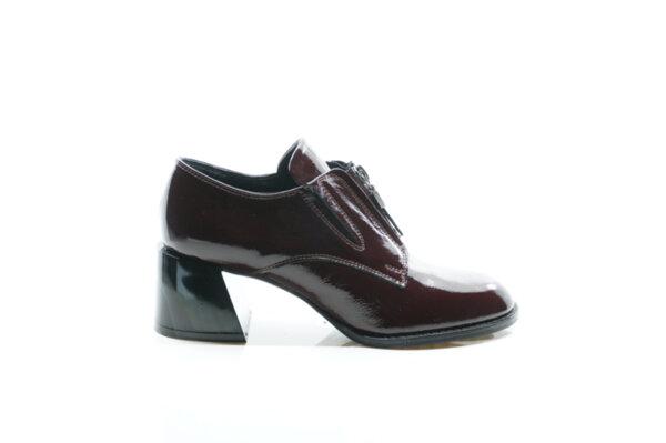 Елегантни дамски обувки от естествен лак в цвят бордо 29.1102