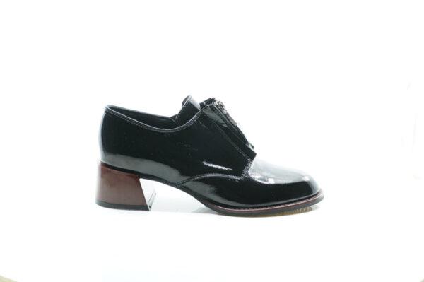 Елегантни  черни дамски обувки от естествен лак на висок ток 29.14900