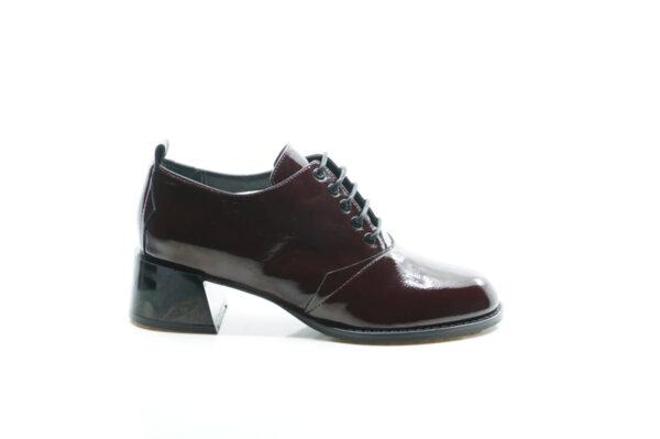 Елегантни дамски обувки от естествен лак в цвят бордо 29.14901