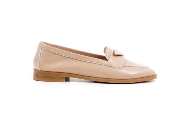 Ежедневни дамски обувки от бежов лак 04.067