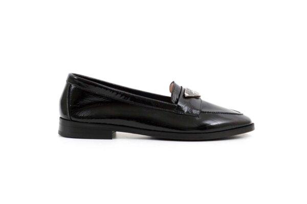 Ежедневни дамски обувки от черен лак 04.067