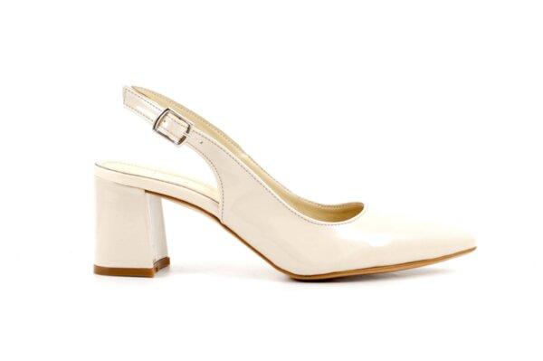 Елегантни дамски сандали от бежов лак на висок ток 01.152