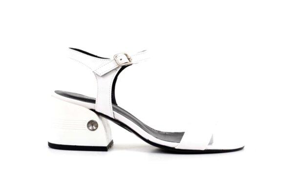 Елегантни дамски сандали от бял лак на висок ток 04.2238