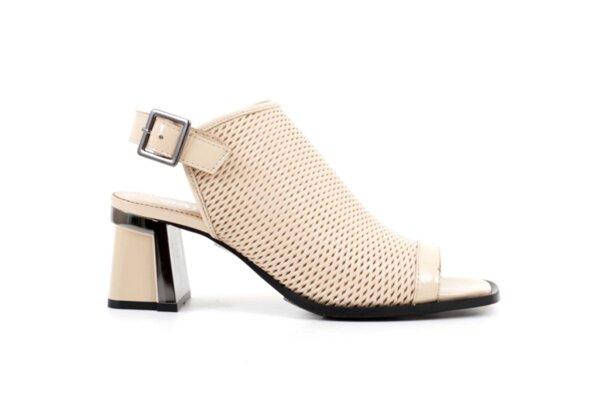 Елегантни бежови дамски сандали от естествен лак но висок ток 29.15051