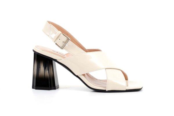 Елегантни дамски сандали от бежов лак на висок ток 04.1134