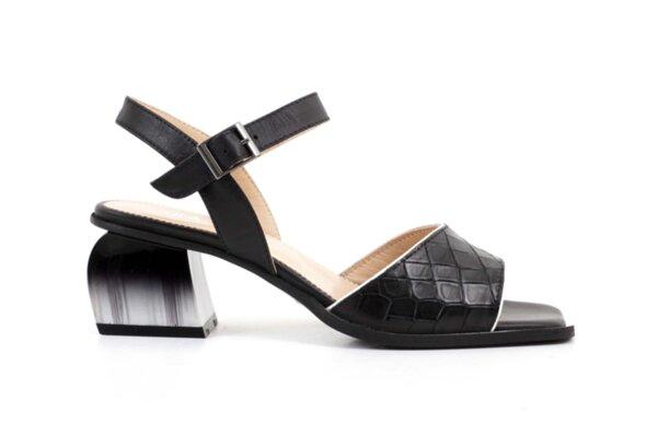 Елегантни черни дамски сандали от естествена кожа на висок ток 29.15277