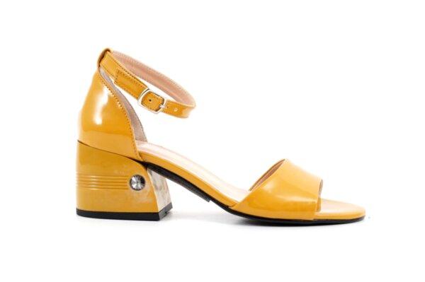 Елегантни дамски сандали от жълт лак на висок ток 04.2236