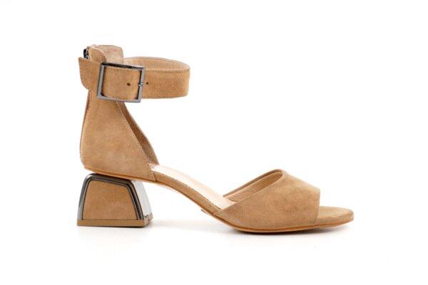 Елегантни бежови дамски сандали от естествен велур на висок ток 29.15176