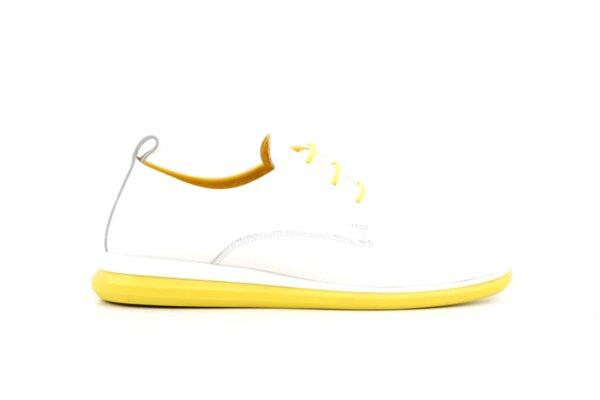 Спортни бели дамски обувки от естествен лак 56.2704