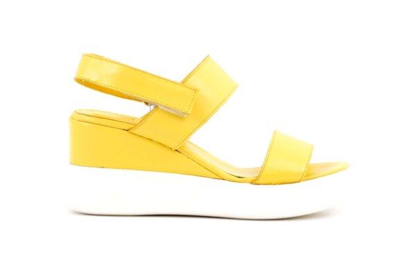 Дамски жълти сандали от естествена кожа 56.2752