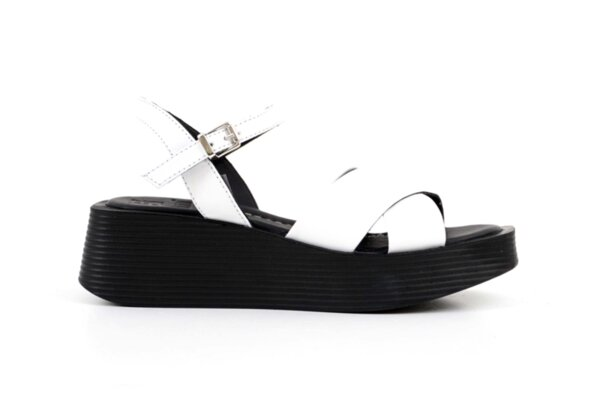 Ежедневни бели дамски сандали от естествена кожа 10.35280
