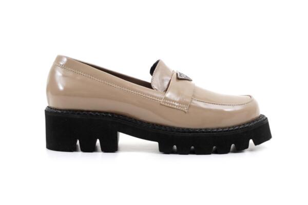 Ежедневни сиви дамски обувки от естествен лак на висок ток 04.1292