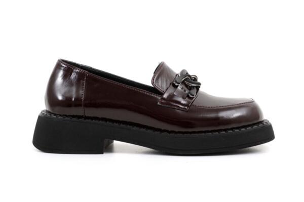 Ежедневни дамски обувки от естествен лак 06.22112