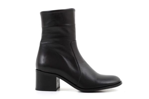Елегантни черни дамски боти от естествена кожа на висок ток 01.2709