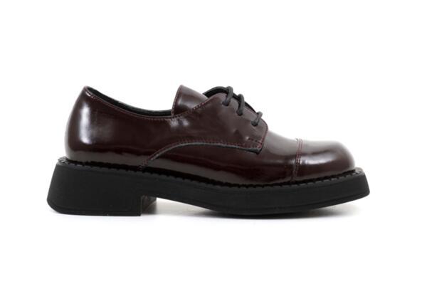 Ежедневни дамски обувки от естествен лак в цвят бордо 06.22110