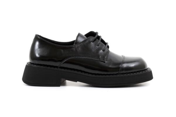 Ежедневни черни дамски обувки от естествен лак 06.22110