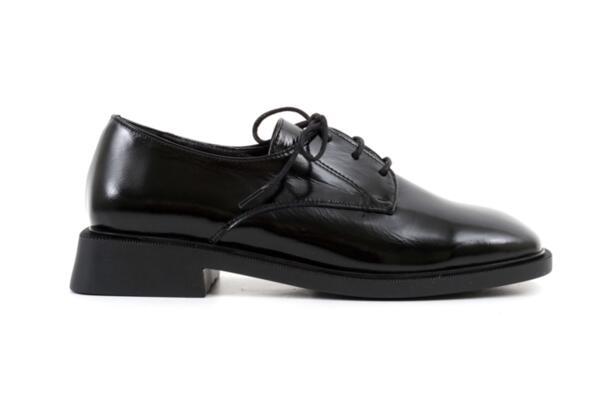 Ежедневни черни дамски обувки от естествен лак 04.1901