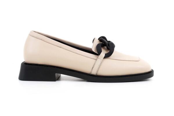 Ежедневни бежови дамски обувки от естествена кожа 04.1902