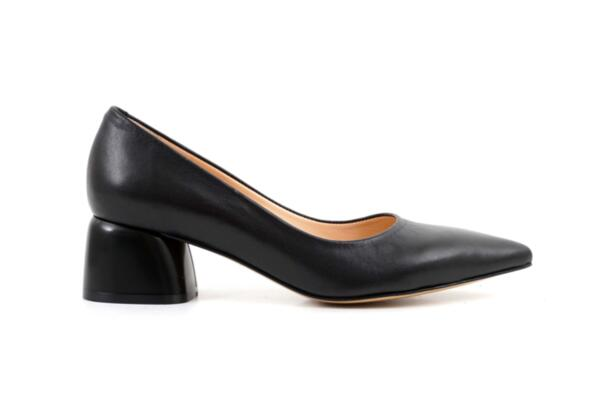 Елегантни черни дамски обувки от естествена кожа на висок ток 01.7751