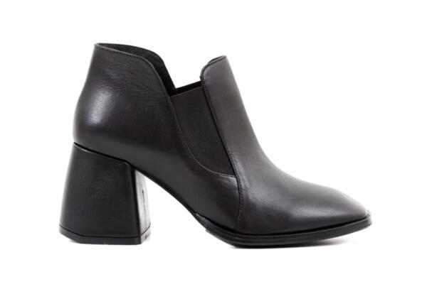 Елегантни черни дамски боти от естествена кожа на висок ток 01.6076