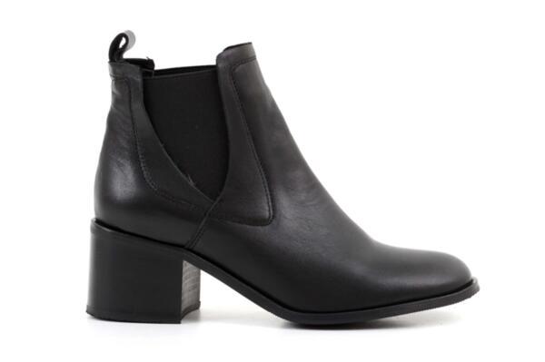 Елегантни черни дамски боти от естествена кожа на висок ток 01.2704