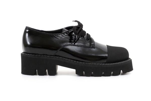 Ежедневни черни дамски обувки от естествен лак 04.1294