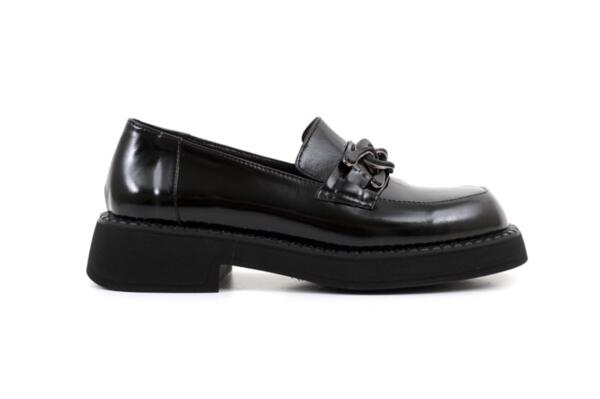 Ежедневни черни дамски обувки от естествен лак 06.22112