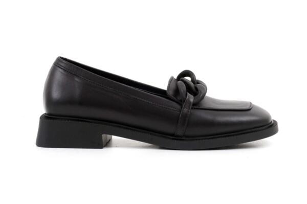 Ежедневни черни дамски обувки от естествена кожа 04.1902