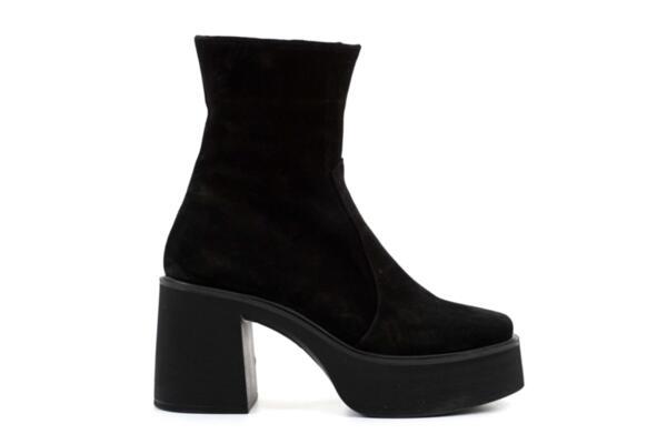 Елегантни черни дамски боти от естествен велур на висок ток 01.4309