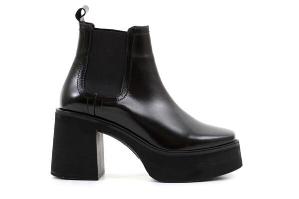 Елегантни черни дамски боти от естествен лак на висок ток 01.4305