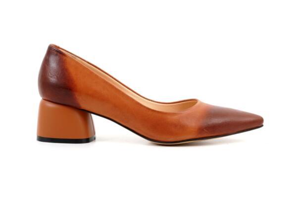 Елегантни камелени дамски обувки от естествена кожа на висок ток 01.7751