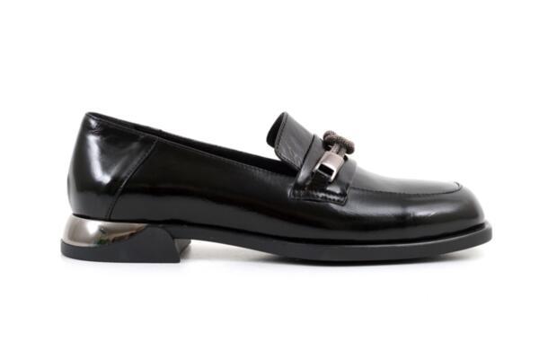 Ежедневни черни дамски обувки от естествен лак 06.22129