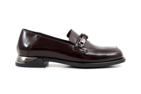 Ежедневни дамски обувки от естествен лак в цвят бордо 06.22129