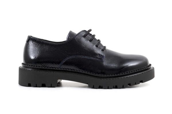 Ежедневни сини дамски обувки от естествен лак 10.36349