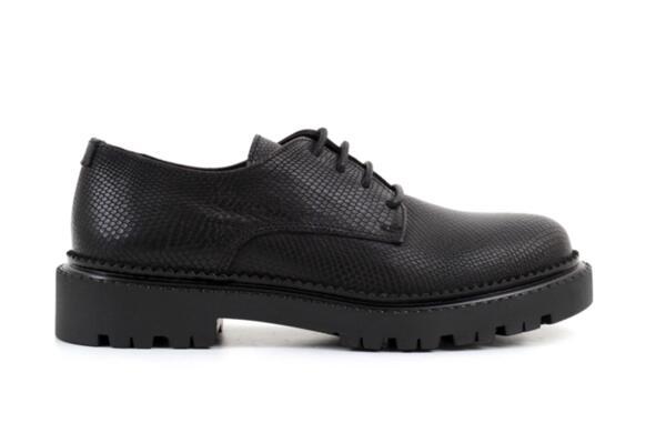 Ежедневни черни дамски обувки от естествена кожа 10.36349